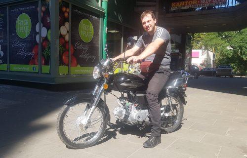 podopieczny realizuje swoją pasję, jazdę na motocyklu